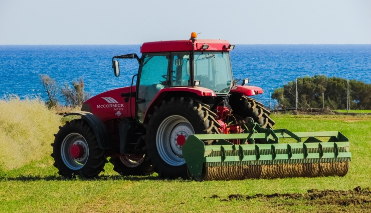 tractor-1748633_1920_740x425_acf_cropped