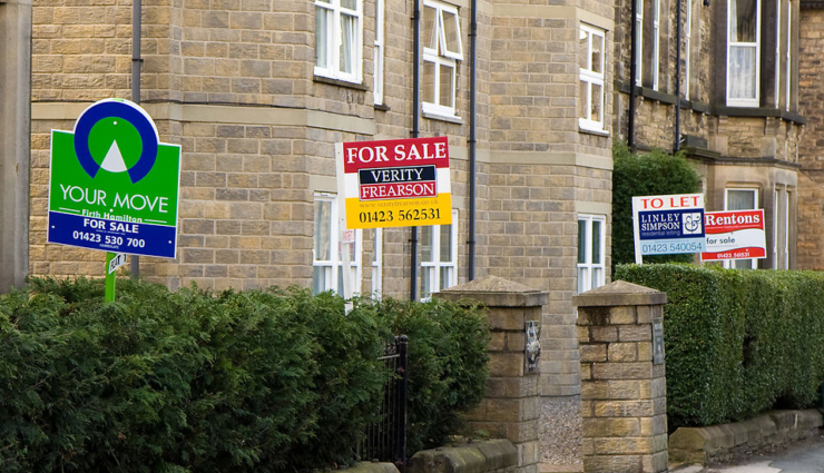 8192-home-sale-signs-along-a-street-pv_740x425_acf_cropped